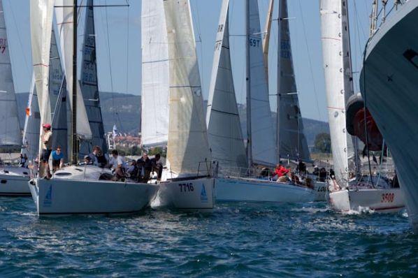 http://www.dinah.sail.ie/wp-content/uploads/2010/07/Round-Ireland-2010-Start-Line.jpg