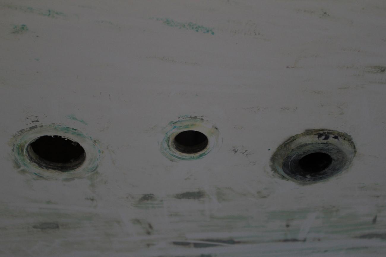 http://www.dinah.sail.ie/wp-content/uploads/2011/02/thru-hulls.jpg